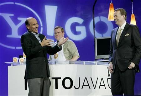 Ed Zander (L) , chairman and CEO of Motorola, and Yahoo Inc mobile chief Marco Boerries (R), at the 2007 International CES in Las Vegas, Nevada January 8, 2007. Boerries is racing to lock down phone distribution deals that could deliver hundreds of millions of advertising customers before Google's own mobile strategy ever takes wing. REUTERS/Steve Marcus
