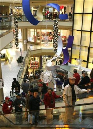 Holiday shoppers are seen at a shopping mall in Los Angeles, California, December 20, 2006. An FBI report warned that al Qaeda may be planning to strike shopping malls in Chicago and Los Angeles during the Christmas season, but a bureau official said there was no information that it was a credible threat. REUTERS/Fred Prouser
