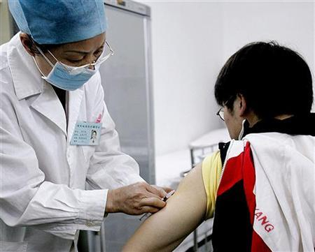 A volunteer receives an AIDS vaccine in China, March 12, 2005. AIDS vaccine researchers are worried about the future of their field after learning an experimental HIV vaccine not only does not work, but just might make recipients more susceptible to infection with the AIDS virus. REUTERS/China Newsphoto
