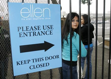 An unidentified audience member arrives for a taping of ''The Ellen DeGeneres Show'' at the NBC Studios in Burbank, California November 6, 2007.REUTERS/Fred Prouser