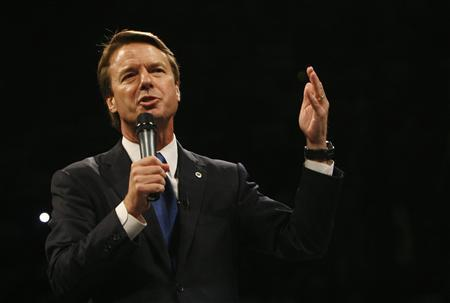 Democratic presidential candidate John Edwards (D-NC) speaks during the Jefferson Jackson Dinner at Hy-Vee Hall in Des Moines, Iowa November 10, 2007. REUTERS/Joshua Lott