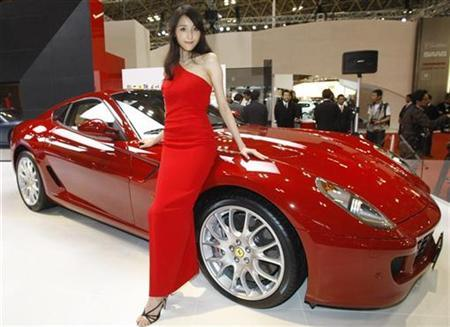 A model poses with the Ferrari 599 during the 40th Tokyo Motor Show in Chiba, east of Tokyo October 24, 2007. Amedeo Felisa, general manager of the Italian luxury sports car maker, told the Reuters Auto Summit on Monday, Ferrari wanted to reduce CO2 emissions in its cars.REUTERS/Kim Kyung-Hoon (JAPAN)