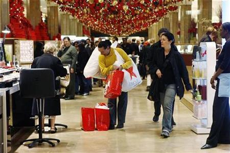 Shoppers maker their way through the Macy's department store in New York, December 23, 2006. The number of consumers expecting to cut holiday spending is at its highest level in recent years, with most citing high gasoline and home heating costs, according to an industry survey released on Monday. REUTERS/Keith Bedford