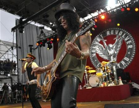 Velvet Revolver, with Slash on guitar, performs at Virgin Festival at Pimlico Race Course in Baltimore, Maryland August 5, 2007. REUTERS/Bill Auth