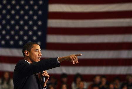 Democratic presidential candidate Senator Barack Obama (D-IL) speaks to students, voters and supporters at a campaign stop at Prospect Mountain High School in Alton, New Hampshire November 20, 2007. REUTERS/Brian Snyder
