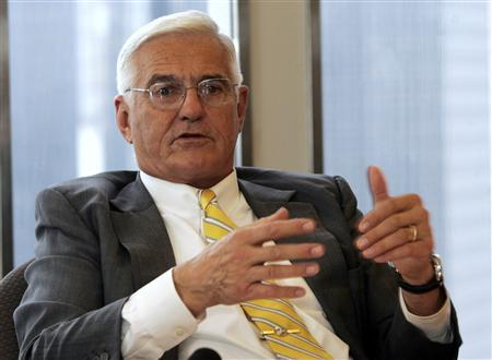 General Motors Corp. Vice Chairman Global Product Development Bob Lutz talks to reporters during the Reuters Auto Summit in Detroit, Michigan November 20, 2007. REUTERS/Rebecca Cook