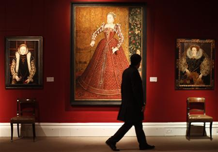 A person views a portrait of Queen Elizabeth I by artist Steven van der Meulen at Sotheby's auctioneers, ahead of its sale in London in this November 16, 2007 file photo. The painting was sold for £2.6 million ($5.4 million) on November 22, 2007. REUTERS/Stephen Hird/Files