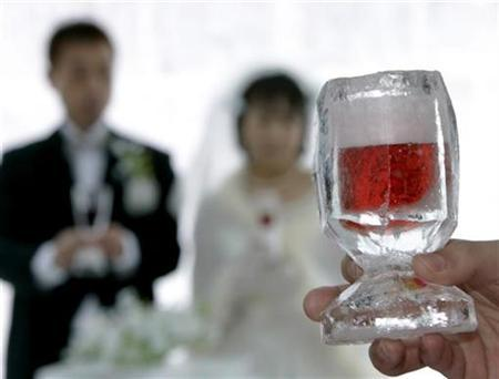 A glass is held before a toast at a ewdding in Shikaoi town in Japan's northern island of Hokkaido February 14, 2007. Almost 40 percent of Japanese married couples speak to each other less than 30 minutes a day, with more wives than husbands contemplating divorce, a recent survey revealed. REUTERS/Yuriko Nakao