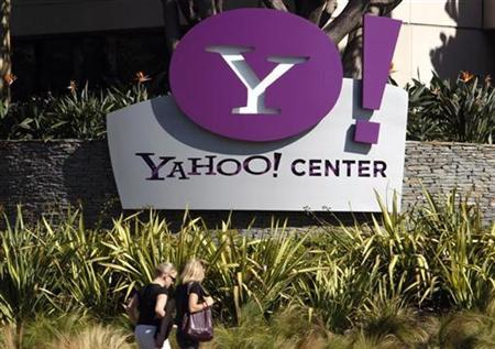 Women walk past the Yahoo office in Santa Monica, California, October 3, 2007. Software maker Adobe Systems Inc and Internet company Yahoo Inc said on Wednesday they will offer a service to let publishers run advertisements in Adobe's popular document-reading format. REUTERS/Lucy Nicholson