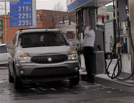 A customer pumps gas at a gas station in Louisville, February 2, 2007. REUTERS/John Sommers II