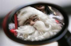 <p>Una immagine di archivio di Babbo Natale. REUTERS/Bobby Yip</p>