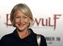 """<p>L'attrice Helen Mirren alla prima di """"Beowulf"""". REUTERS/Mario Anzuoni</p>"""