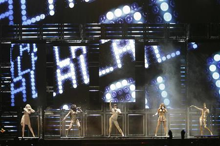 The Spice Girls (L-R) Emma Bunton, Melanie Brown, Melanie Chisholm, Geri Halliwell, and Victoria Beckham perform as they kick off their reunion tour in Vancouver British Columbia, December 2, 2007. REUTERS/Lyle Stafford