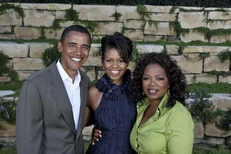 Oprah Winfrey (R) poses with Senator Barack Obama (L) and his wife Michelle Obama at an Obama '08 fund-raiser for Barack Obama's presidential campaign, hosted by Winfrey at her home in Montecito, California September 8, 2007. REUTERS/Harpo, Inc./Handout