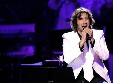 Josh Groban performs in a file photo. Groban led the anemic U.S. pop album charts for a second week Wednesday, while rapper Pitbull scored the top new release at No. 50. REUTERS/Mario Anzuoni
