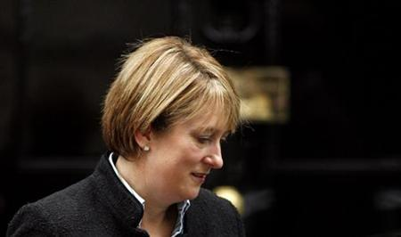 Britain's Home Secretary Jacqui Smith leaves Downing Street after a Cabinet meeting in London November 13, 2007. REUTERS/Alessia Pierdomenico