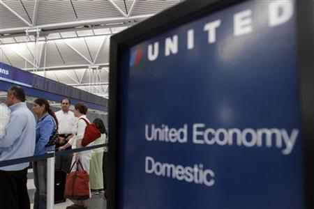 Customers wait to check-in at the United Airlines terminal at the O'Hare International Airport in Chicago May 8, 2006. United Airlines said on Friday that parent UAL Corp will pay shareholders $2.15 per share in a special payout totaling $250 million, marking a rare move by an airline to reward investors. REUTERS/Joshua Lott