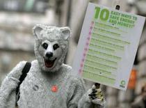 <p>Un ambientalista durante una manifestazione davanti alla conferenza Onu di Bali. REUTERS/Alessia Pierdomenico (BRITAIN)</p>