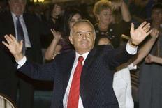 <p>Президент Узбекистана Ислам Каримов во время празднования Дня независимости в Ташкенте 31 августа 2007 года. Глава Узбекистана Ислам Каримов перед президентскими выборами публично заявил о примирении с Западом после периода охлаждения в отношениях, вызванных кровопролитным подавлением беспорядков в Андижане более двух лет назад. (REUTERS/Shamil Zhumatov)</p>