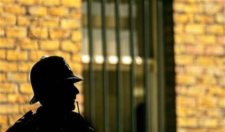 A police officer stands outside Bow Street Magistrates Court, August 4, 2005. Thousands of police officers are likely to be balloted later this week as to whether they want to have the right to strike, their union said Monday, as a bitter pay dispute with the government worsens. REUTERS/Jeff J Mitchell