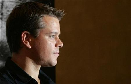 U.S. actor Matt Damon poses for photographers at a photo call to promote the film ''The Bourne Ultimatum'' in Tokyo October 18, 2007. REUTERS/Michael Caronna