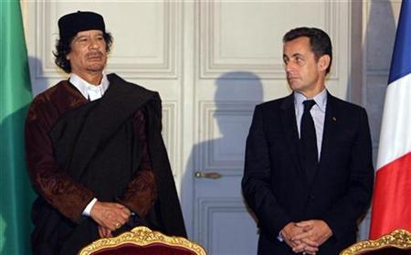 France's President Nicolas Sarkozy (R) and Libyan leader Muammar Gaddafi attend a ceremony for the signature of 10 billion euros of trade contracts between the two countries at the Elysee Palace in Paris, December 10, 2007. REUTERS/Patrick Hertzog/Pool