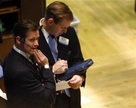 Traders work on the floor of the New York Stock Exchange, December 12, 2007. REUTERS/Brendan McDermid