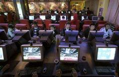 <p>Immagine d'archivio dell'interno di un Internet café. REUTERS/Simon Zo (CHINA)</p>