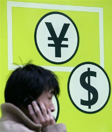 12月17日、今週の外為市場で、ドルは堅調ながらも上値が重い展開が続きそうだ。写真は2月、都内で撮影(2007年 ロイター/Yuriko Nakao)