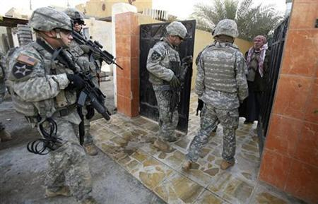 U.S. Army soldiers from Aero Troop, 2-1 Cavalry, question a local resident during a search for weapons caches and insurgents near Baquba December 15, 2007. REUTERS/Bob Strong