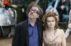 <p>L'attrice Helena Bonham Carter [a destra] e il marito Tim Burton. REUTERS/James Boardman (BRITAIN)</p>