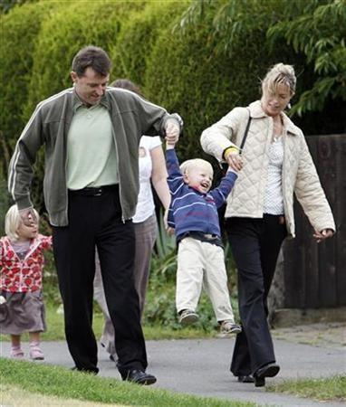 Kate (R) and Gerry McCann, the parents of missing British girl Madeleine McCann, leave the Catholic Church of Sacred Heart with their children in Rothley, September 23, 2007. Madeleine McCann's younger siblings hope Santa Claus will bring their missing sister home for Christmas, their parents said in an interview on Sunday. REUTERS/Darren Staples