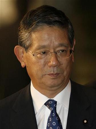 Chief Cabinet Secretary Nobutaka Machimura arrives at the premier's official residence in Tokyo September 25, 2007. REUTERS/Toru Hanai