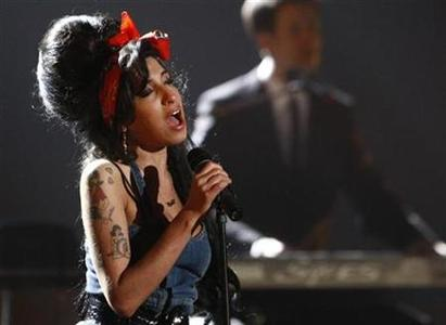 Amy Winehouse performs in Munich, November 1, 2007. Winehouse was arrested on Tuesday as part of an investigation into perverting the course of justice, London police and her publicist said. REUTERS/Michael Dalder