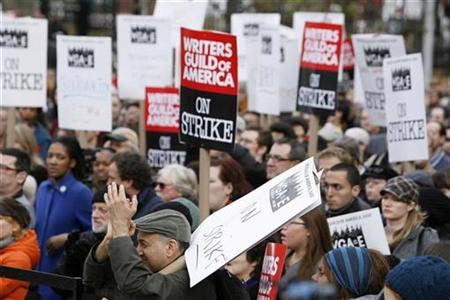 A rally to support the striking Writers Guild of America in New York, November 27, 2007. The Academy Awards presentation is still two months away but the world's top film awards ceremony found itself embroiled on Tuesday in the worst Hollywood labor clash in two decades. REUTERS/Lucas Jackson