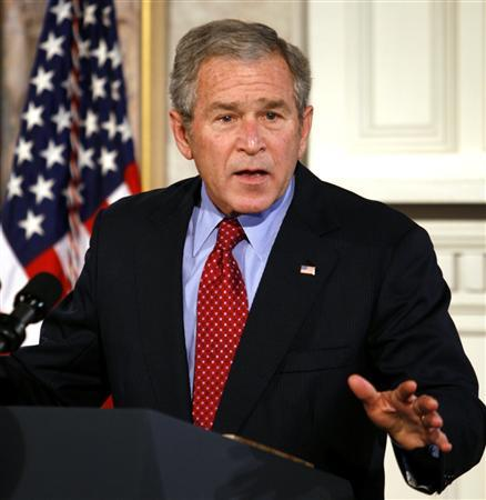 President George W. Bush speaks about the economy during a trip to Fredericksburg, Virginia, December 17, 2007. REUTERS/Kevin Lamarque