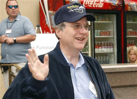 Microsoft co-founder Paul Allen waves during lunch at the Allen and Co. conference at the Sun Valley Resort in Idaho, July 12, 2007. A venture led by Allen has applied to bid in an upcoming U.S. auction of coveted wireless airwaves, according to auction documents released late on Tuesday. REUTERS/Rick Wilking