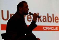 <p>Le P-DG d'Oracle, Larry Ellison. Le bénéfice trimestriel d'Oracle a progressé de 35%, dépassant les anticipations, grâce à la demande enregistrée pour ses nouveaux produits, une heureuse surprise pour les investisseurs alors que des craintes se font jour quant à l'éventualité d'un ralentissement des dépenses informatiques dans le monde. /Photo d'archives/REUTERS/Mike Blake</p>