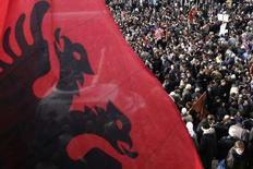 <p>Албанские студенты участвуют в митинге за независимость автономного края Косово от Сербии в Пристине 10 декабря 2007 года. Совет Безопасности ООН на заседании в среду вновь не смог разрешить вопрос о статусе автономного края Косово, в то время как Запад заявил о намерении ускорить процесс отделения края от Сербии. (REUTERS/Hazir Reka)</p>