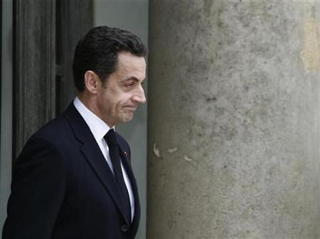 France's President Nicolas Sarkozy waits on the steps of the Elysee Palace in Paris December 17, 2007. Sarkozy met Pope Benedict on Thursday on a trip to Rome during which he will also meet Prime Minister Romano Prodi and Spanish Prime Minister Jose Luis Zapatero. REUTERS/John Schults