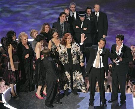 The cast of ''Two and a Half Men'' accept the favorite TV comedy award at the 33rd annual People's Choice Awards in Los Angeles, January 9, 2007. Producers of the People's Choice Awards, an annual televised coronation of favorite TV and film stars chosen by the public, said on Wednesday the upcoming show will be presented in a new prerecorded ''magazine''-style format because of the Hollywood writers strike. REUTERS/Mike Blake