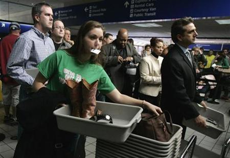 Passengers wait to pass through a security checkpoint at DFW Airport in Fort Worth, Texas, November 15, 2007. Airport security lines can annoy passengers, but there is no evidence that they make flying any safer, U.S. researchers reported on Thursday. REUTERS/Jessica Rinaldi
