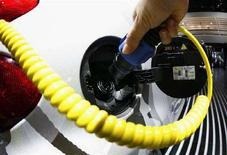 <p>La carica della batteria di un'auto elettrica. REUTERS/Christian Charisius</p>