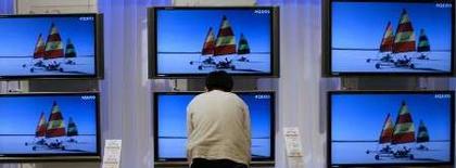 <p>Toshiba va acheter à Sharp des écrans LCD (liquid cristal display) dans le cadre d'un partenariat entre les deux fabricants d'électronique sur le marché des écrans plats. /Photo prise le 2 juillet 2007/REUTERS/Kiyoshi Ota</p>