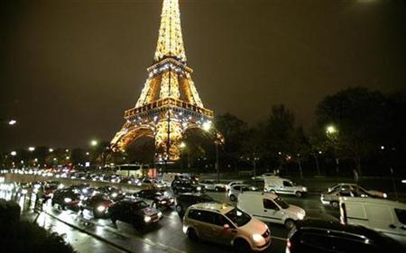French Chef Ducasse Opens Eiffel Tower Restaurant Reuters