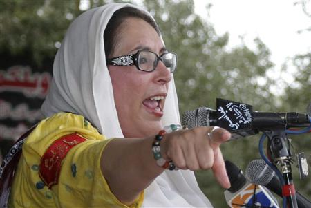 Former Pakistan prime minister Benazir Bhutto addresses an election rally in her hometown of Larkana, 480 km (300 miles) from Karachi, December 23, 2007. REUTERS/Nadeem Soomro