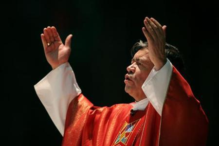 In this file photo Mexican Cardinal Norberto Rivera Carrera attends a mass in the Basilica of Guadalupe in Mexico City, September 21, 2006. Believers this holiday season are filling church pews across Mexico, but a shortage of priests in one of the world's most Roman Catholic nations threatens to leave many of the faithful without pastors. REUTERS/Tomas Bravo