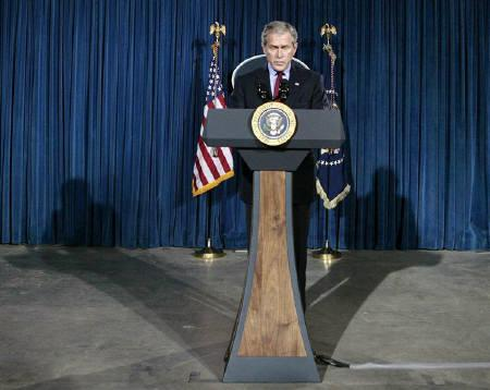 U.S. President George W. Bush pauses as he speaks about the death of Pakistani opposition leader Benazir Bhutto at his ranch in Crawford, Texas, December 27, 2007.    REUTERS/Larry Downing