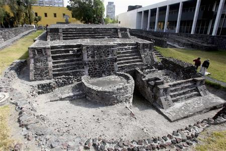 A general view shows the ''Plaza de las Tres Culturas'', or the plaza of the three cultures, in the central Tlatelolco area of Mexico City December 27, 2007. REUTERS/Henry Romero