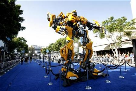 The premiere of ''Transformers'' is held at the Mann's Village theatre in Los Angeles June 27, 2007. Paramount Pictures will end the year as the top Hollywood studio in terms of market share at the North American box office, thanks largely to its uneasy alliance with DreamWorks, which produced the year's No. 3 movie ''Transformers.'' REUTERS/Mario Anzuoni